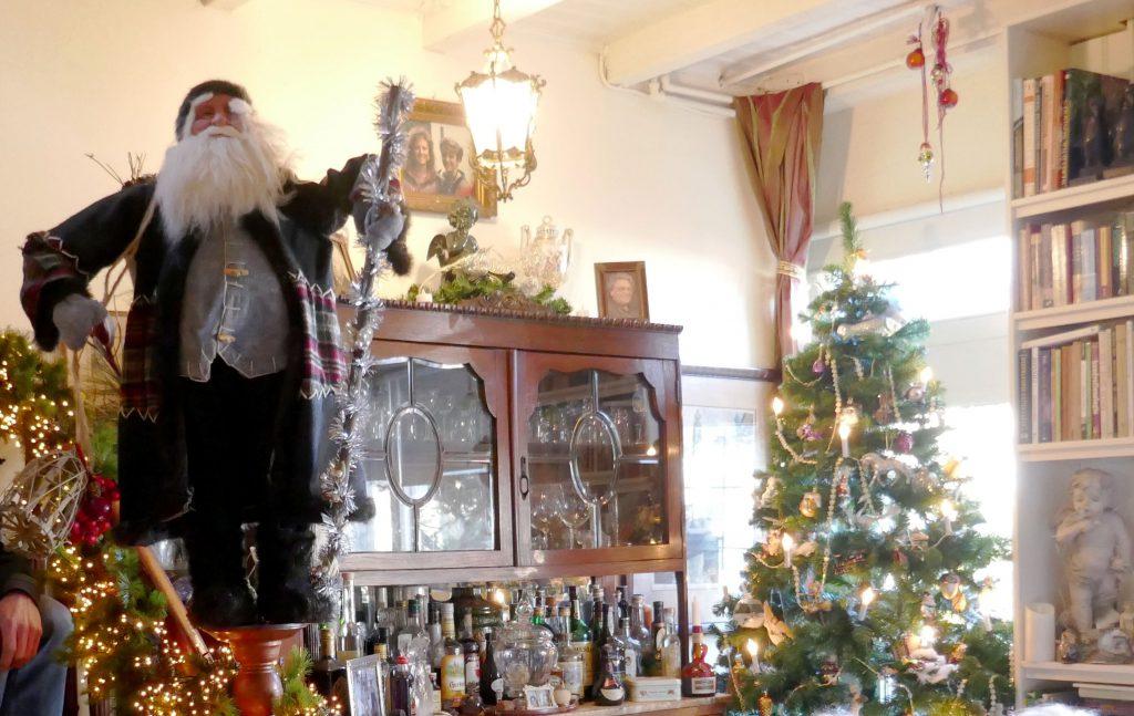 kerstversiering en kerstman