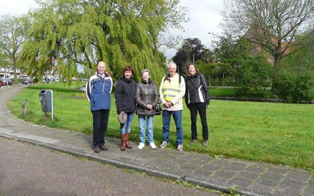 Deelnemers-eerste-wandeling-Gezond-Natuur-Wandelen-Slachthuisbuurt-2014-05-12-10-09-46-0049