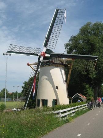 Roodenburgerpoldermolen in Leiden