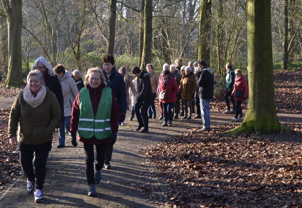 wandelaars in Hoeksche Waard