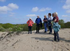 wandelaars bij het Wed in Zuid-Kennemerland