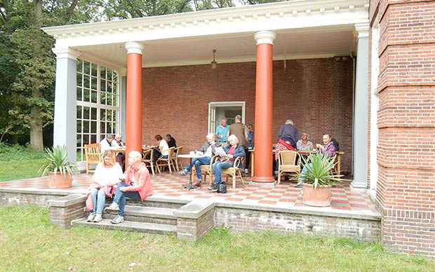 na-afloop-een-kopje-koffie-op-het-terras-van-Huis-Leyduin-DSCN0796