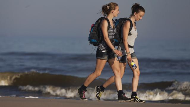 Een (lange) wandeling helpt tegen tobben en maakt je creatiever